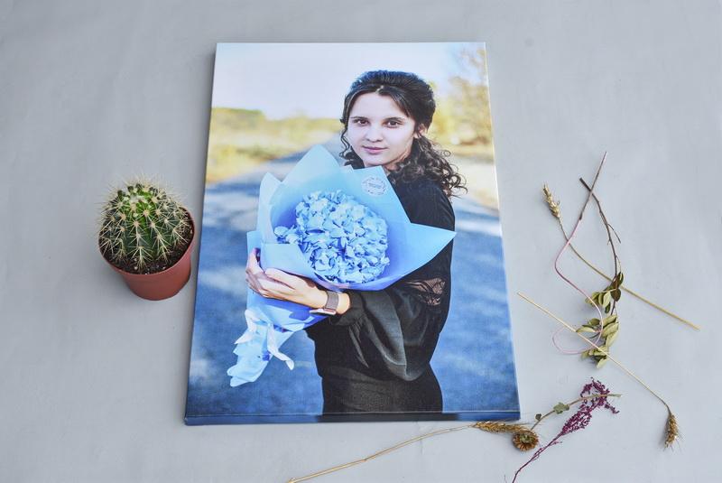 Фото на холсте девушка с цветами
