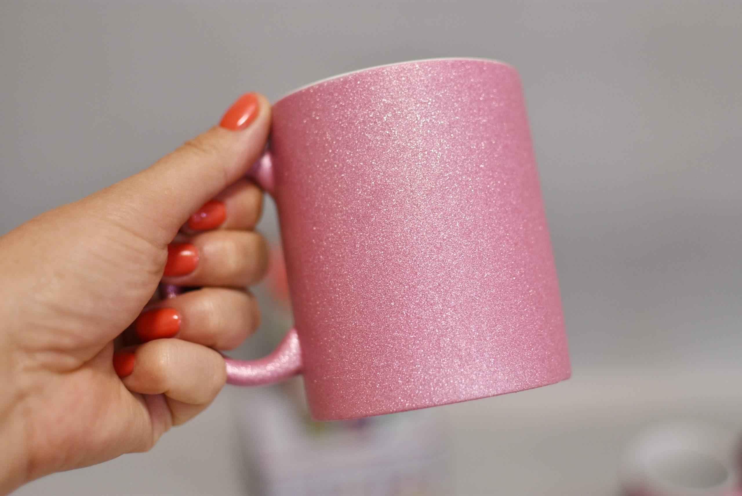 чашка на заказ глиттер розовая