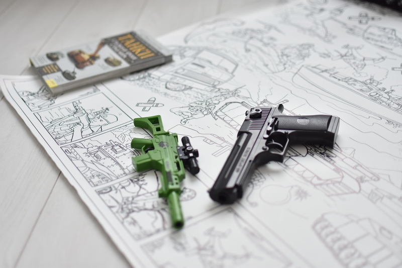 Велика гігантська розмальовка військова пістолет зброя