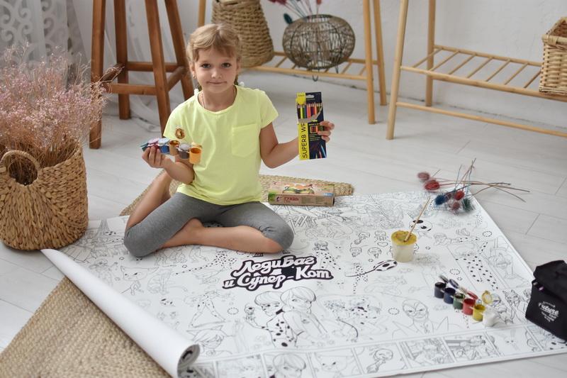 Велика гігантська розмальовка Леді Баг для дівчат